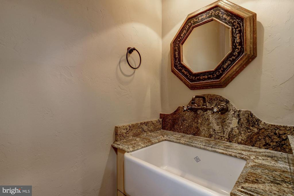 Powder Room - 10015 HIGH HILL PL, GREAT FALLS