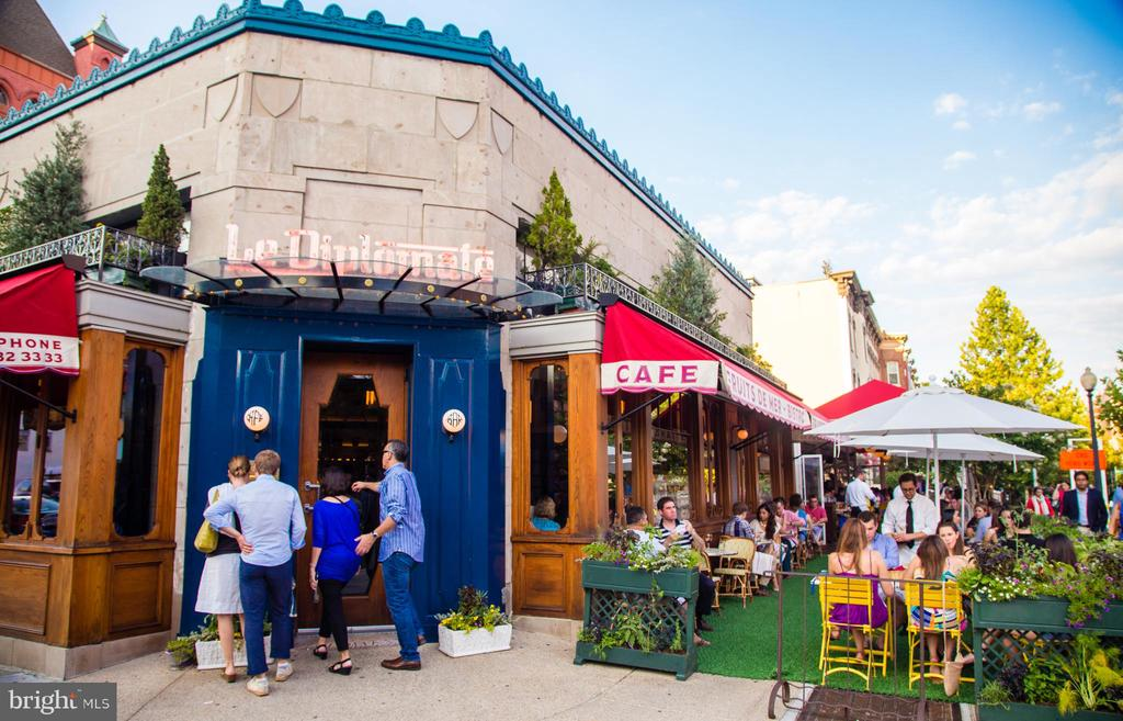 Le Diplomate a Parisian brasserie in Logan Circle - 1410 15TH ST NW, WASHINGTON
