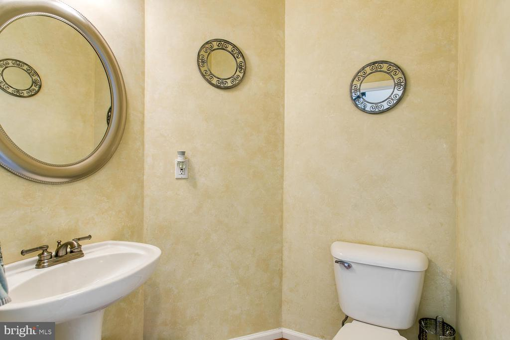 1st Floor Powder Room - 7 EMERALD DR, FREDERICKSBURG