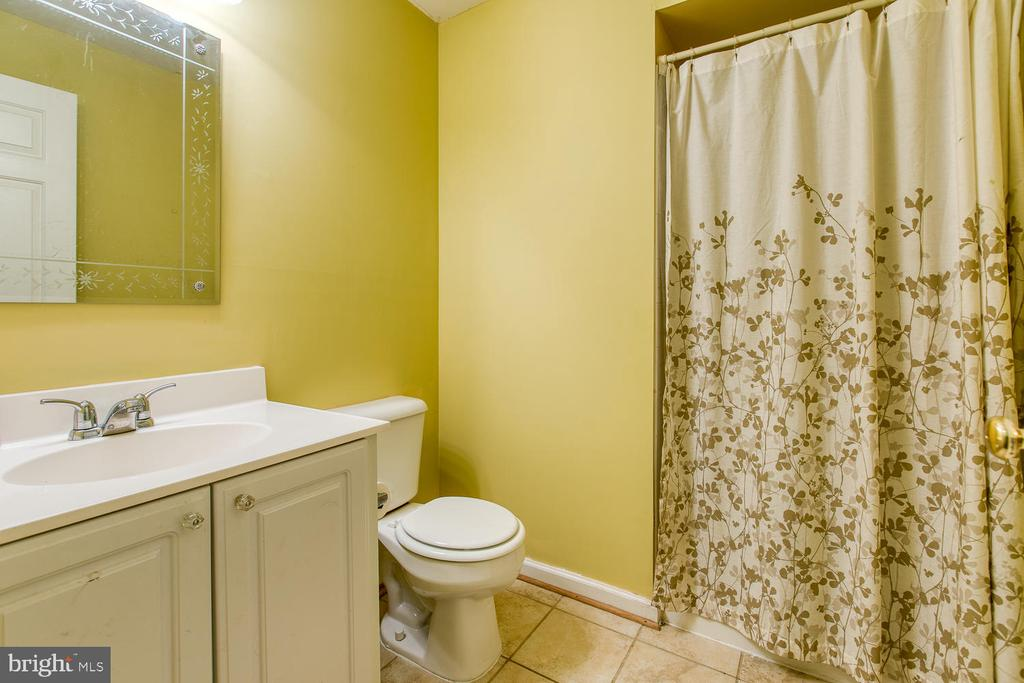Full Bath in Baement - 7 EMERALD DR, FREDERICKSBURG