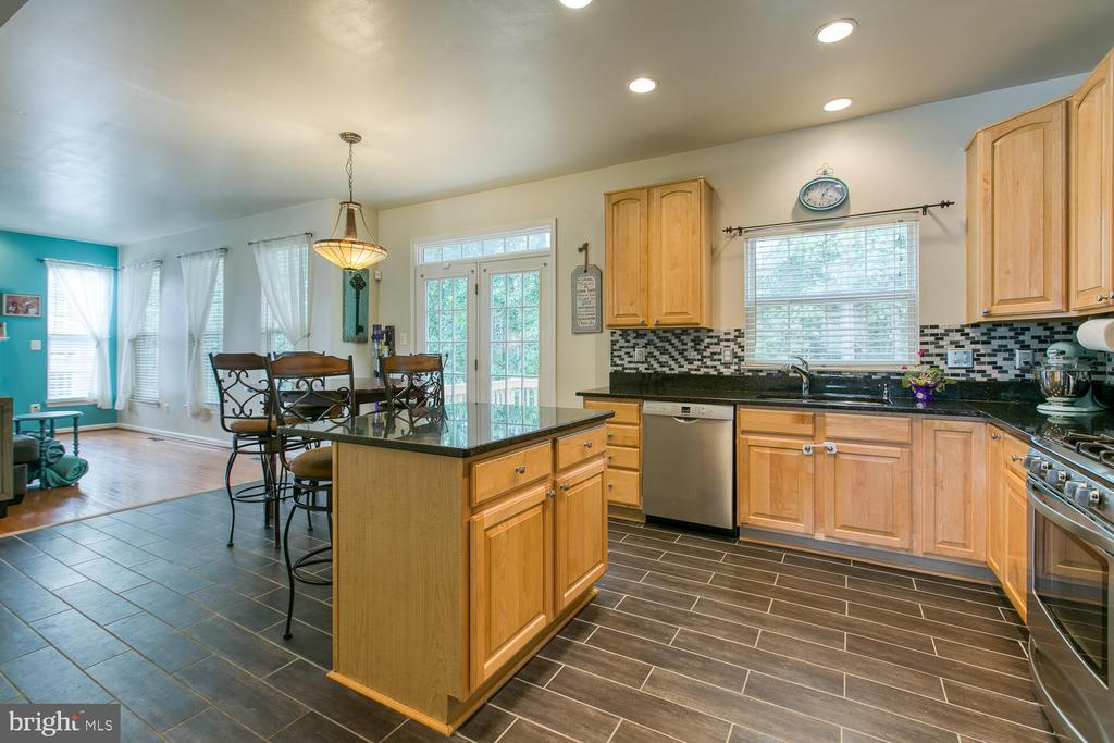 Updated Kitchen - 7 EMERALD DR, FREDERICKSBURG