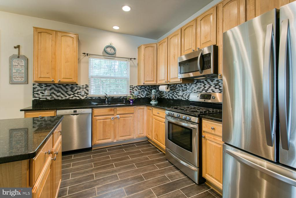 Kitchen w/ New Granite, Backspash, SS Appliances - 7 EMERALD DR, FREDERICKSBURG