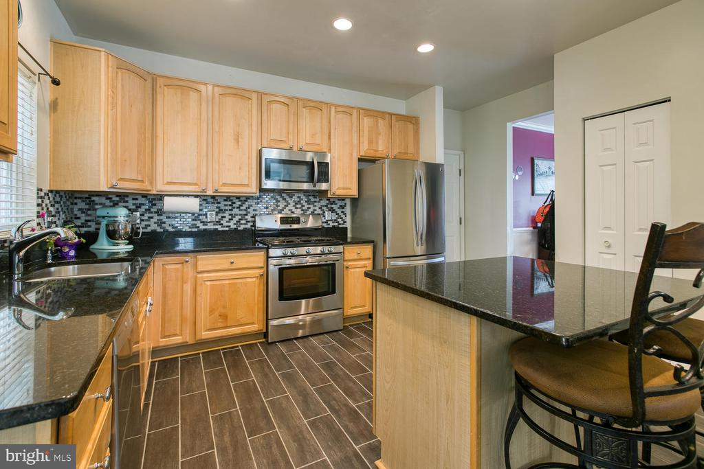 Gourmet Kitchen Won't Disappoint! - 7 EMERALD DR, FREDERICKSBURG