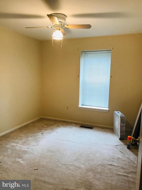 Third Bedroom with closet - 5884 WOOD FLOWER CT, BURKE