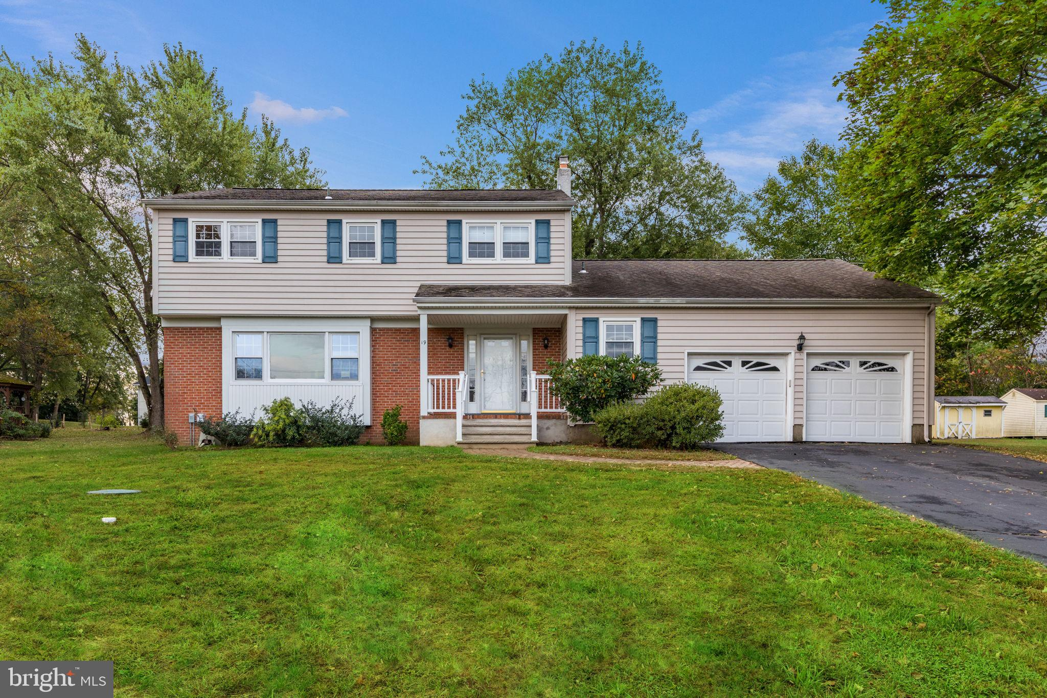 4 BR center hall colonial