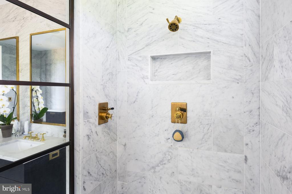 Master Bathroom - 1388 CRENSHAW RD, UPPERVILLE