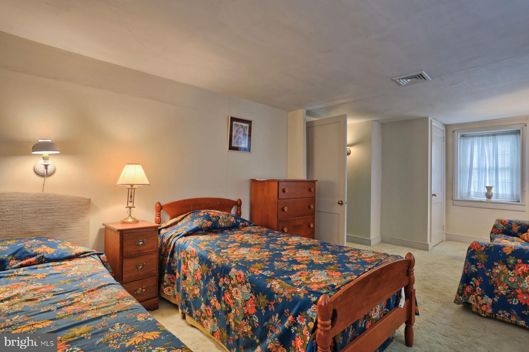 Bedroom 3 View 3