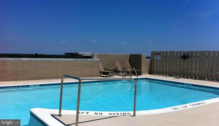 Roof Top Pool - 11800 SUNSET HILLS RD #1216, RESTON
