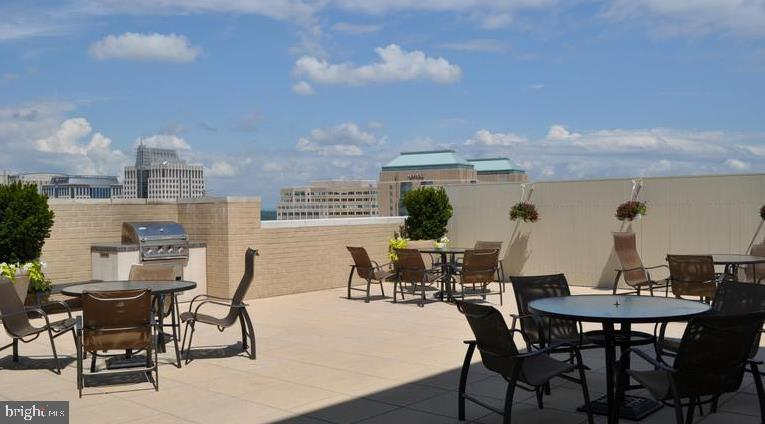 Roof Top BBQ Area - 11800 SUNSET HILLS RD #1216, RESTON