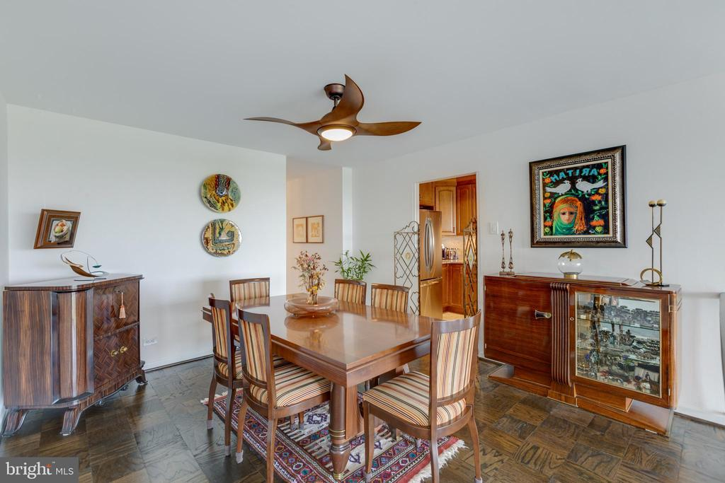 Spacious dining room - 1200 NASH ST N #550-561, ARLINGTON