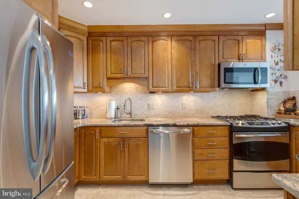 Fully remodeled kitchen - 1200 NASH ST N #550-561, ARLINGTON