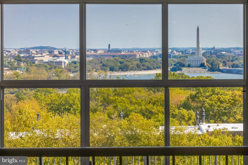 Fabulous city view from upper level dining room - 1200 NASH ST N #550-561, ARLINGTON
