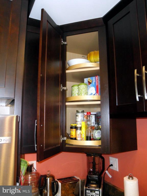 Cabinets with multiple lazy Susan - 1100 S BARTON ST S #292, ARLINGTON