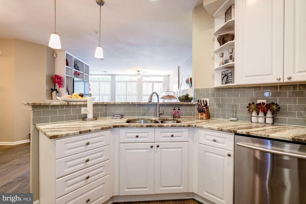This open kitchen is both practical & gorgeous! - 7706 HAYNES POINT WAY #D, ALEXANDRIA