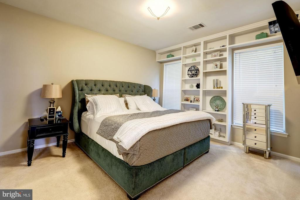 THE MASTER BEDROOM - 7706 HAYNES POINT WAY #D, ALEXANDRIA