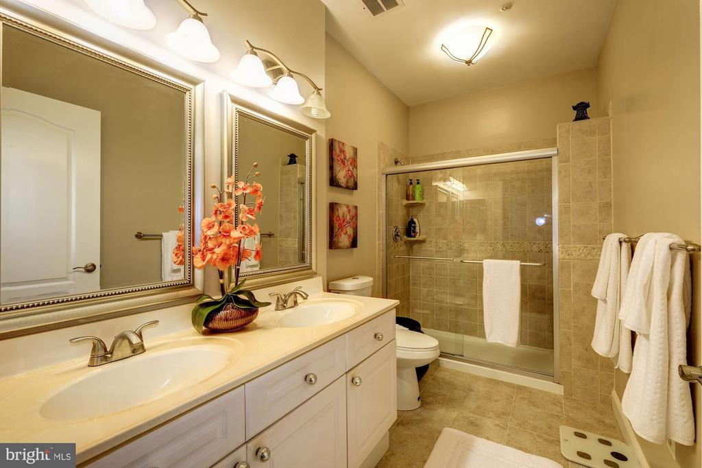 The Master Bath! - 7706 HAYNES POINT WAY #D, ALEXANDRIA