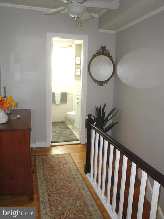 Upper hallway roomy enough for furnishings - 1100 S BARTON ST S #292, ARLINGTON