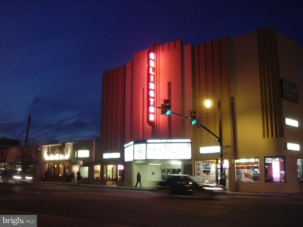 Walk to Cinema and Draft theater - 1100 S BARTON ST S #292, ARLINGTON