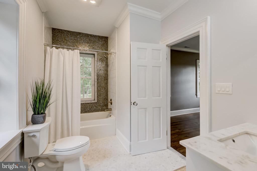 Bedroom 3 En Suite - 416 GARRISON FOREST RD, OWINGS MILLS