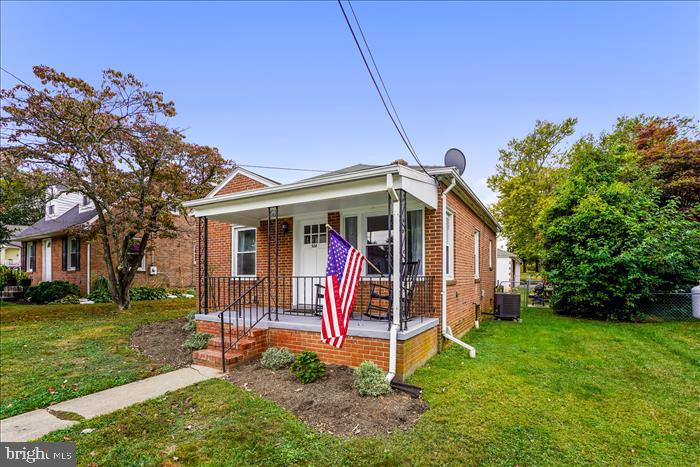 Large yard surrounds this home. - 508 CARROLL AVE, MOUNT AIRY