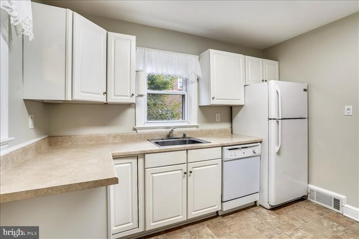 Plenty or counter space! - 508 CARROLL AVE, MOUNT AIRY