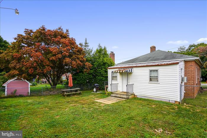 Large fenced rear yard, perfect for BBQ and pets! - 508 CARROLL AVE, MOUNT AIRY