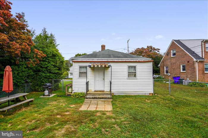 Great rear yard, fenced and ready for you! - 508 CARROLL AVE, MOUNT AIRY