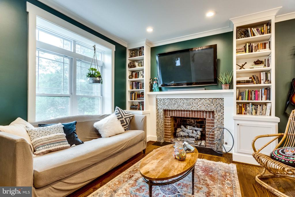 Brick & built-in bliss in this Family Room - 5720 OAK HILL PL, ALEXANDRIA