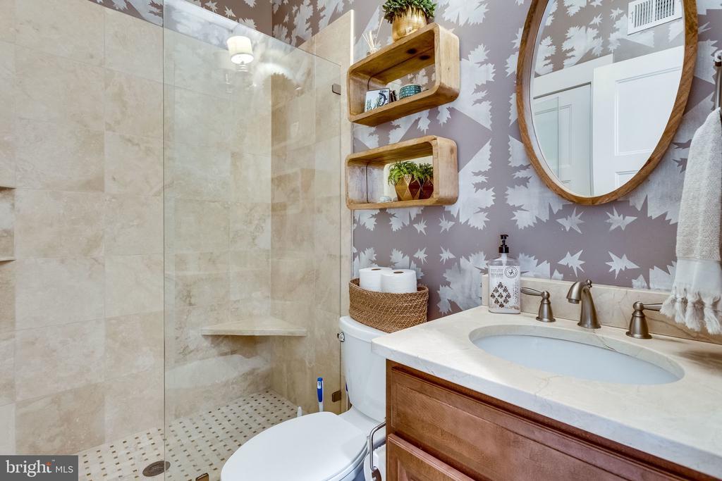 Main level Full Bath is neutral and nice - 5720 OAK HILL PL, ALEXANDRIA