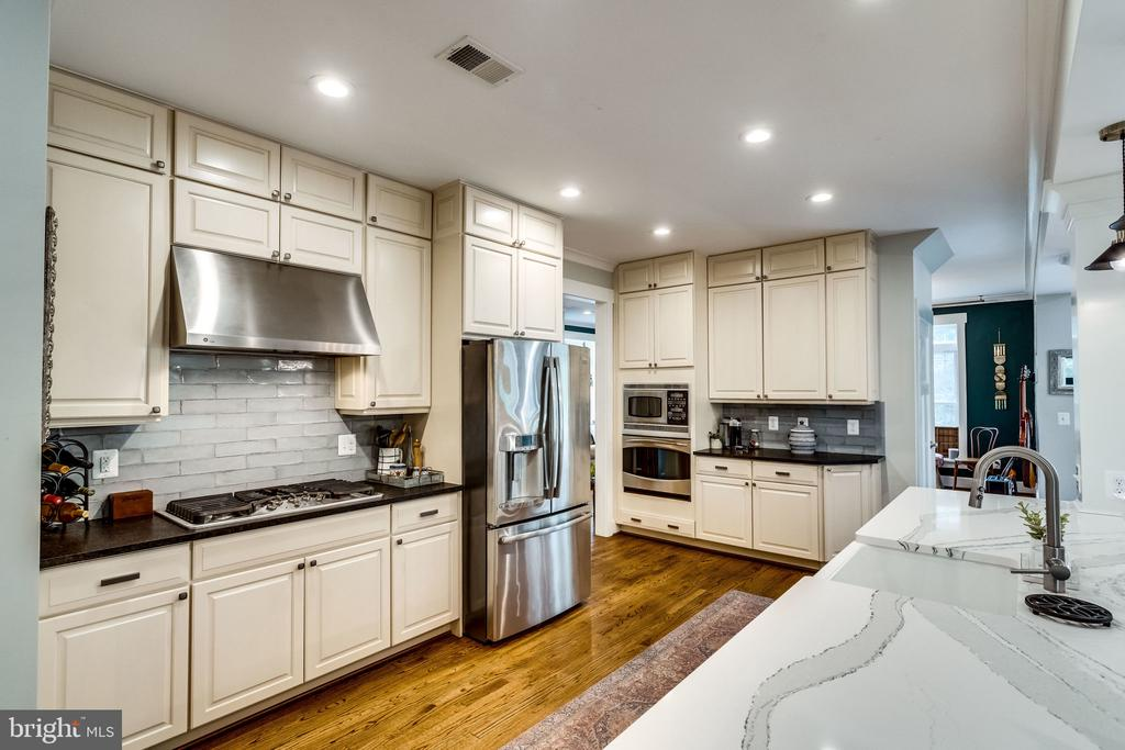 Did someone ask for cabinets? - 5720 OAK HILL PL, ALEXANDRIA
