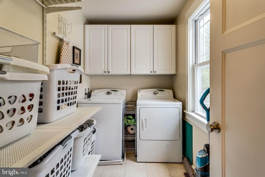 Upper level laundry so you can level up - 5720 OAK HILL PL, ALEXANDRIA