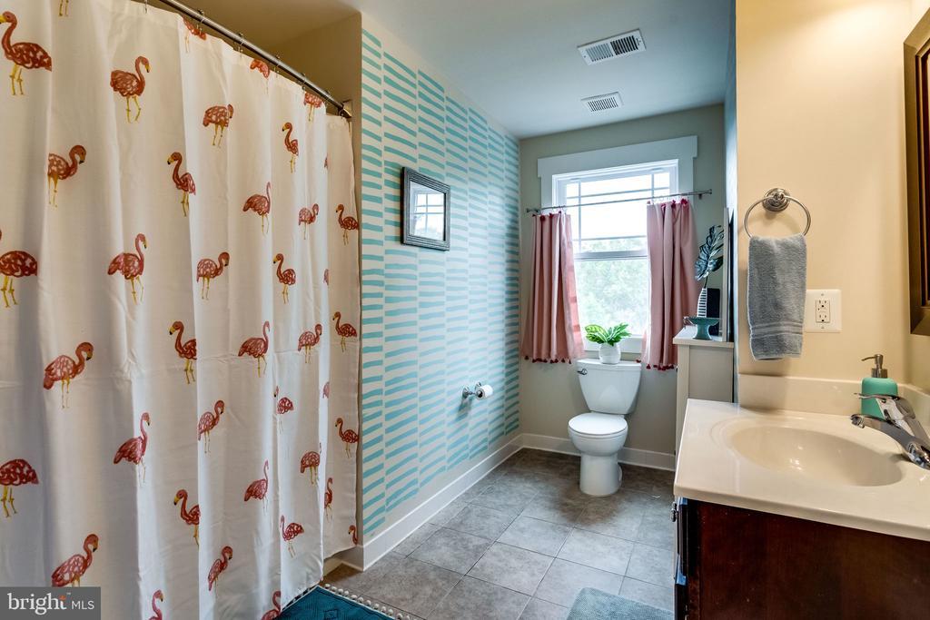 The Florida Room - 5720 OAK HILL PL, ALEXANDRIA