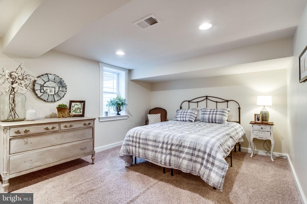 Tell your guests to enjoy their stay - 5720 OAK HILL PL, ALEXANDRIA