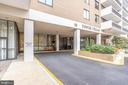 Covered entrance - 3800 FAIRFAX DR #302, ARLINGTON