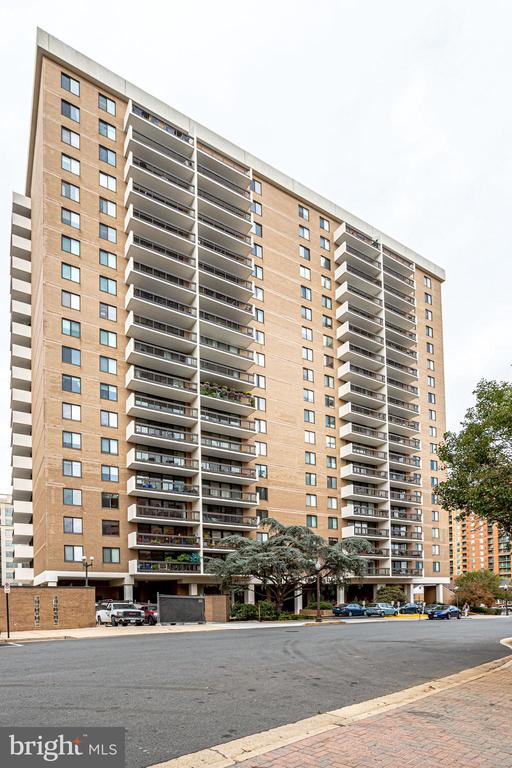 Walk to Ballston, Clarendon - 3800 FAIRFAX DR #302, ARLINGTON