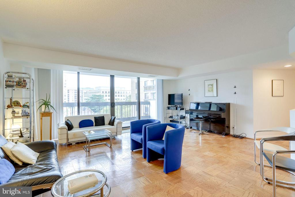 Room sizes similar to detached homes - 3800 FAIRFAX DR #302, ARLINGTON