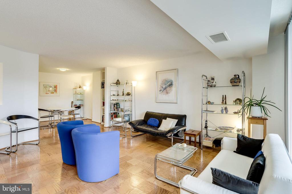 Open living and dining layout - 3800 FAIRFAX DR #302, ARLINGTON