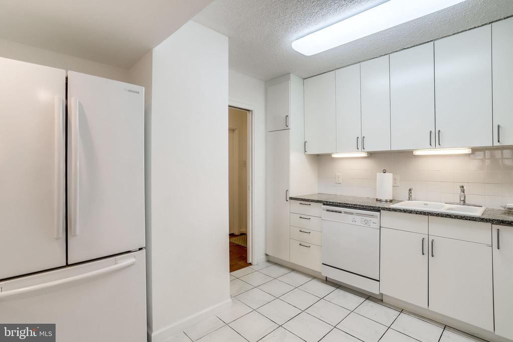 Plenty of room for food prep - 3800 FAIRFAX DR #302, ARLINGTON