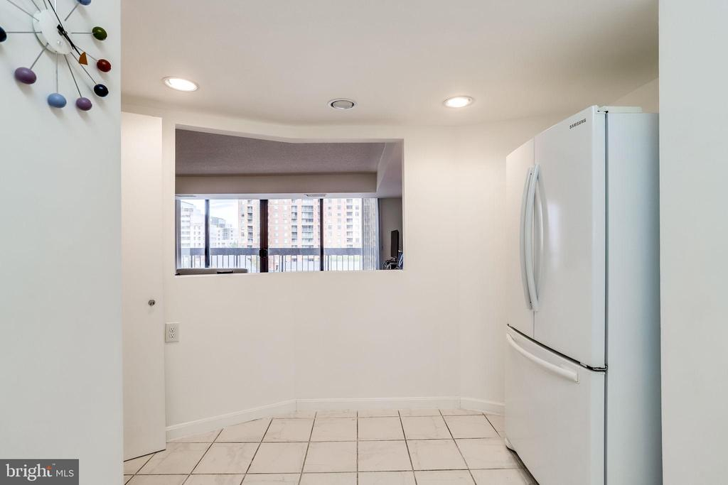 Eat-in-kitchen has room for table - 3800 FAIRFAX DR #302, ARLINGTON