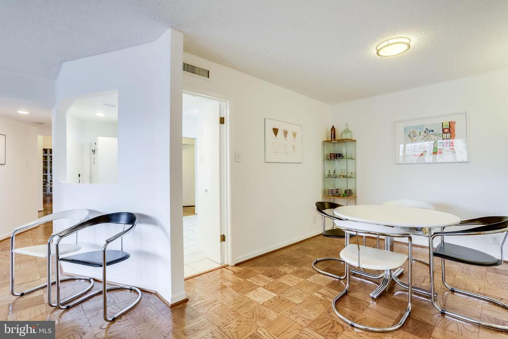 Neutral finishes for you to put your touch on - 3800 FAIRFAX DR #302, ARLINGTON