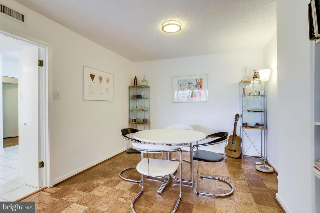 Separate dining space - 3800 FAIRFAX DR #302, ARLINGTON