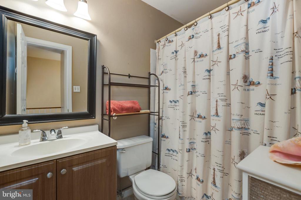 Hall bathroom - 4449 HOLLY AVE, FAIRFAX
