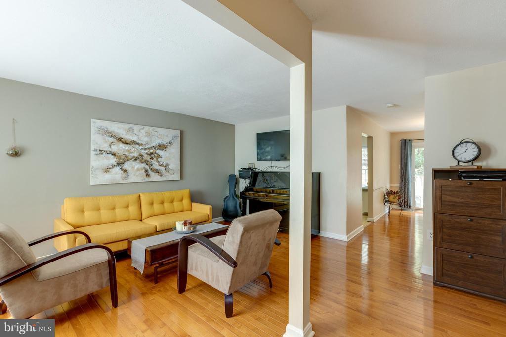 Gorgeous hardwood floors - 4449 HOLLY AVE, FAIRFAX