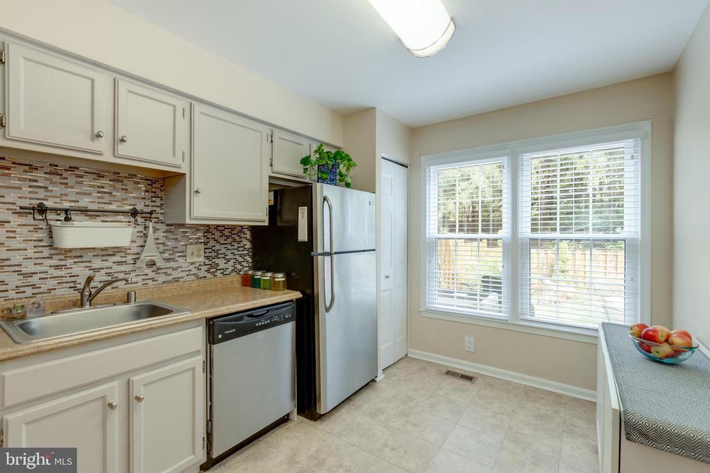 Spacious kitchen - 4449 HOLLY AVE, FAIRFAX
