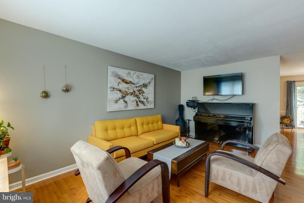 Living room - 4449 HOLLY AVE, FAIRFAX