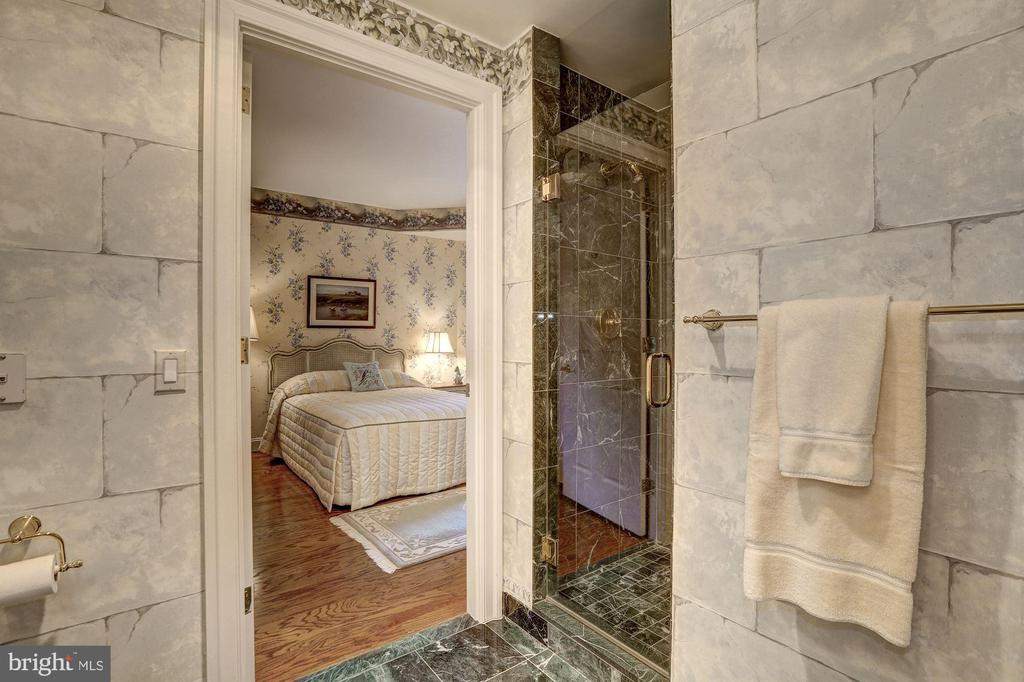 En-suite Bath for Bedroom #2 - 5630 WISCONSIN AVE #501, CHEVY CHASE