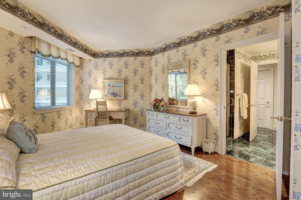 Bedroom #2 with view of en-suite Bath - 5630 WISCONSIN AVE #501, CHEVY CHASE