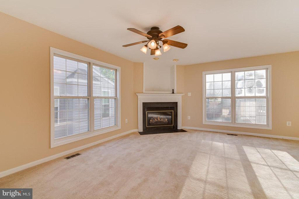 Family Room - 40 LAKESIDE DR, STAFFORD