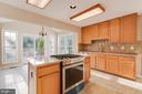 Kitchen with new Jenn-Air gas range - 40 LAKESIDE DR, STAFFORD
