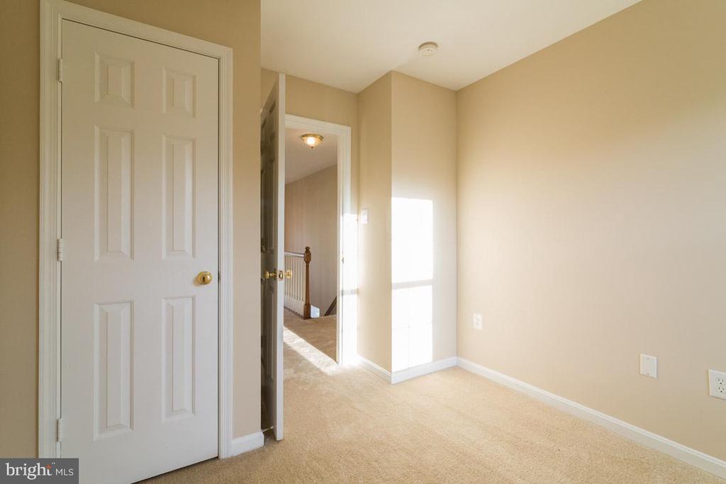 Bedroom #2 - 40 LAKESIDE DR, STAFFORD
